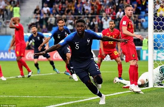 """Umtiti xứng danh """"người hùng"""" đội tuyển Pháp khi ghi bàn thắng ấn định chiến thắng 1-0."""