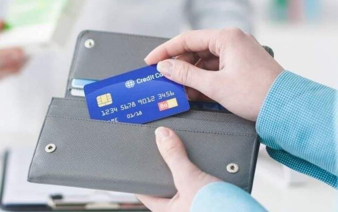 Có nên chuyển khoản trong thẻ tín dụng