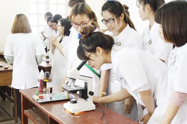 Sinh viên Dược cần sự chăm chỉ
