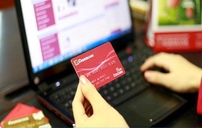 thẻ atm có rút được khác ngân hàng không