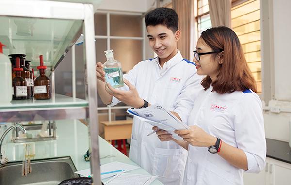 Các môn học ngành Dược phù hợp với sinh viên