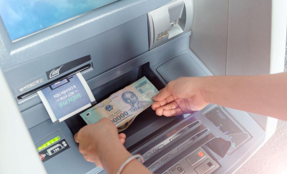 Nạp tiền vào thẻ MB Bank tại cây ATM